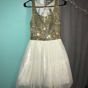 Dresses & Skirts - Homecoming/prom/event dress